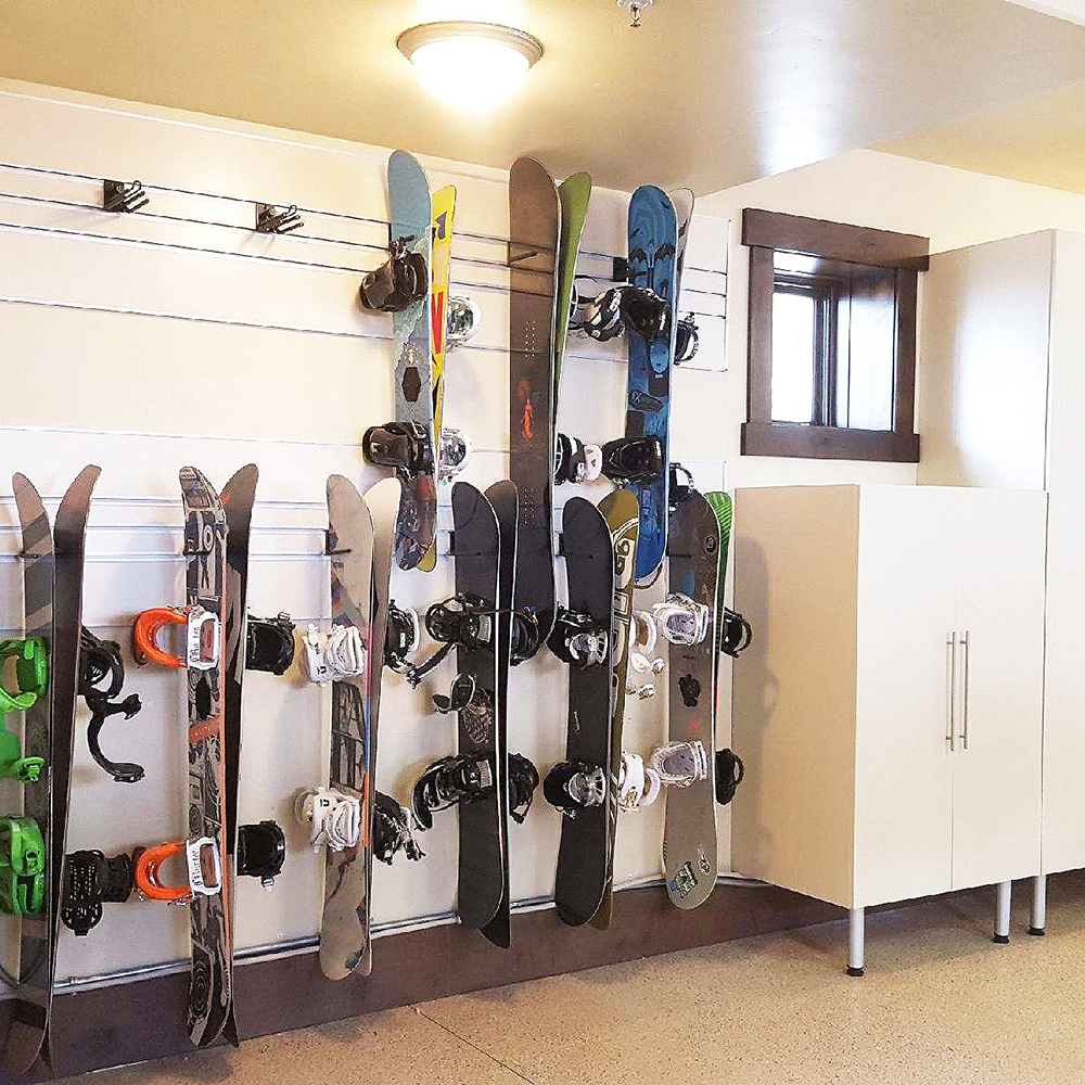 store-wall-for-snowboard-skis